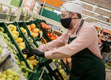 Trabajador de un supermercado Consum