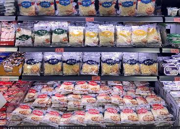 Lineal de quesos rallados en Mercadona