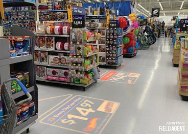 Cartel luminoso en el suelo de Walmart