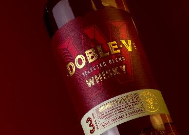 Osborne rediseña el whisky Doble V