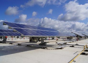 Placas solares sobre tienda de Walmart