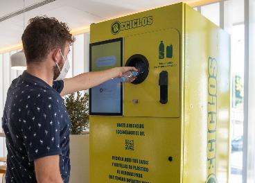 Máquina que recompensa el reciclaje