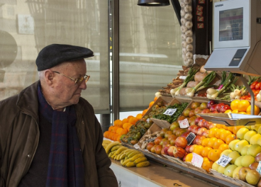 Hombre en un mercado