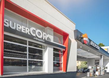 Tienda de Supercor Stop&Go junto a Repsol