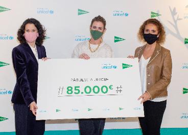 Entrega cheque ECI a Unicef