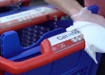 Limpiando los carritos de Carrefour