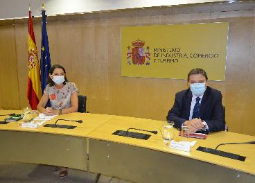 Reyes Maroto y Luis Planas
