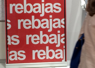 Cartel de rebajas en un escaparate