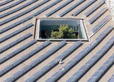 Paneles solares en la sede de Sonae
