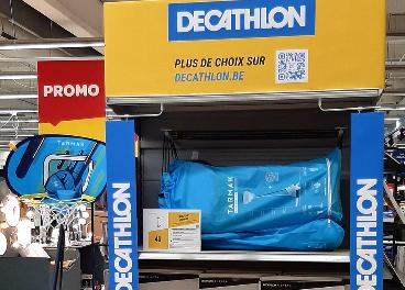 Córner de Decathlon en Carrefour