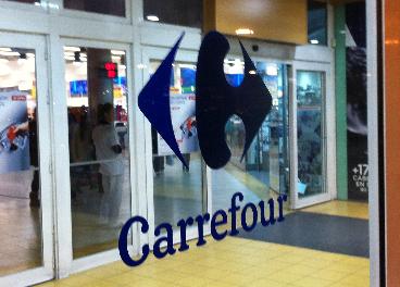 Entrada a un hipermercado de Carrefour