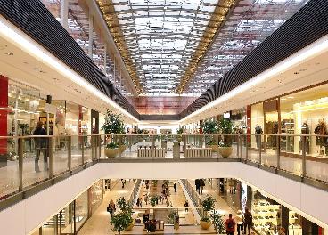 Los centros comerciales ganan visitas