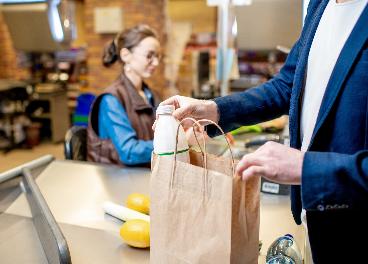 Bolsa de papel en supermercado