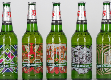 Botellas de AB InBev con la etiqueta impresa