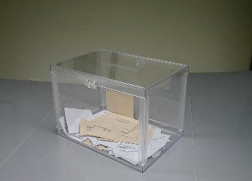 Urna electoral con votos