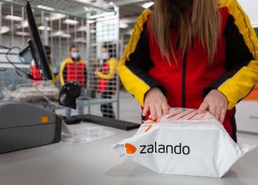 DHL prepara paquete de Zalando