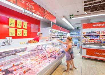 Empleado de un supermercado de DIA
