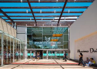 Entrada del centro comercial Parquesur