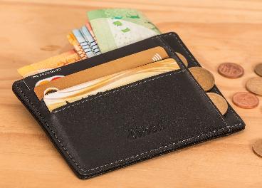 Cartera con tarjetas y efectivo