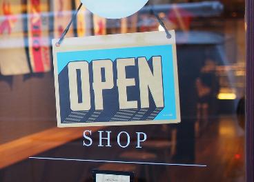 Cartel de abierto en un comercio