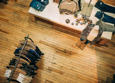 Interior de una tienda de moda